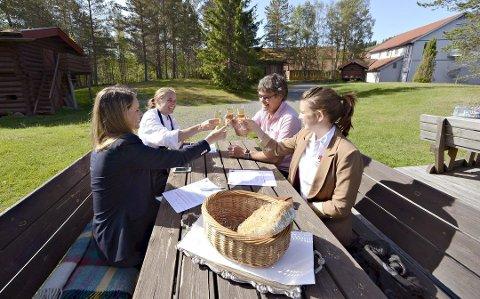 SKAL UTVIDE: Søstrene Storaas (f.v. Henriette, Solveig og Else) tok over virksomheten etter far Jarle for noen år siden, og nå vil de utvide. Foto: Jan Storfossen