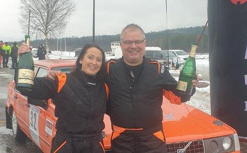 TOK FØRSTE STIKK: Mats Peder Hvambsahl og kartleser Merethe Halland var kjempefornøyde etter å ha vunnet første NM-runde i rally. FOTO: PRIVAT
