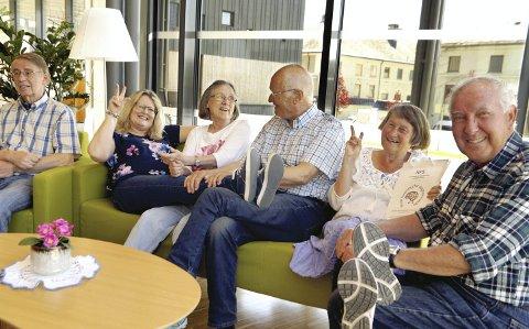 En livlig gjeng: Fra høyre: Dag Hamdahl (72), Elisabeth Hamdahl (71), Oddvar Martin Brekke (78), Ive Kjær (76), Margit Ødelien (56) og Otto Bolstad (68).