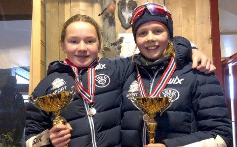 Lier-duellen: De to klubbvenninnene Tuva Meinke Kylland og Ina Norheim Høverstad trener sammen på ski flere ganger i uka. Søndag hadde de to 12-åringene en tett duell om KM-gullet i sprintlangrenn, som Tuva til slutt dro i land, kun få meter foran Ina.