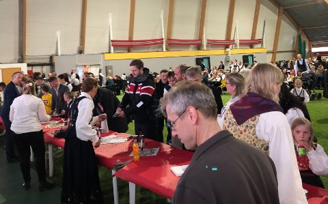 VIPPS-PROBLEMER: På 17. maifeiringen i Kabelvåg har de sluttet å bruke VIPPS, etter de opplevde problemer med betalingen.