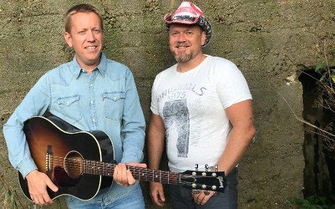 FØRST UTE: Trond Kristiansen og Espen Skeie utgjør CountryDuo. De er først ute på countrylørdag på Jonas B. i Lyngdal.