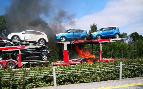 Det er redusert fremkommelighet på E6 i Råde på grunn av brannen.