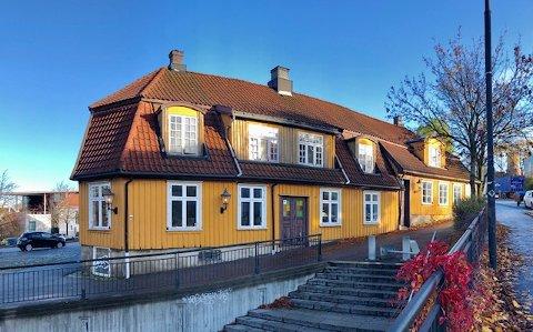 SOLGT: Kjellerødgården er solgt. Det betyr at det snart blir ny restaurantdrift i lokalene.