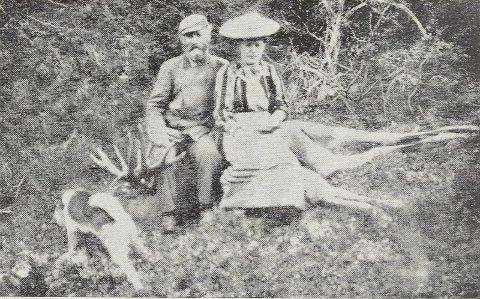 LEGENDARISK: Libyggen Bengt Løvsjøli (1850–1934) har fått sin rettmessige plass i boka «Norske Storjegere», sammen med Ole Elias «Ol-Tomså» Thomassen (1812–1895) fra Bindal og Magne Råum (1909–2003) fra Foldereid. Her er Løvsjøli avbildet med ei spansk hertuginne han var los for. Da var han 75 år gammel.