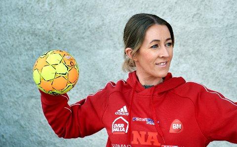 PÅ SPILLERJAKT: Trenerteamet er allerede på plass. Nå håper Gro Anita Lysberg også spillerkabalen går opp, slik at Overhalla IL damer kan gjøre comeback på håndballbanen til høsten.