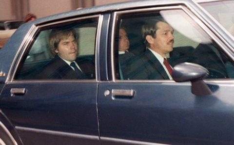 John Hinckley ble dømt til tvungen psykisk helsevern etter å ha skutt mot president Ronald Reagan i 1981. Bakgrunnen skal ha vært en besettelse av skuespiller Jodie Foster. Dette bildet er tatt i 1987.(AP Photo/Charles Tasnadi)
