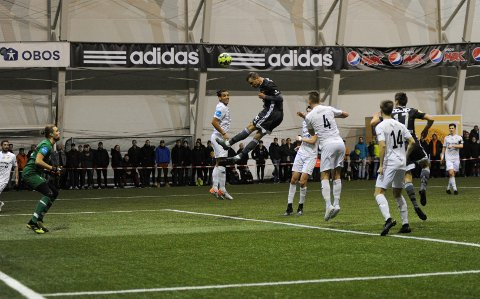 Her henger Dino Islamovic høyt og blir årets første matchvinner for Rosenborg.