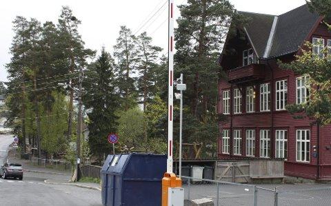 BOM VED Steinerskolen: Den tidsstyrte bommen skaper fortsatt mye diskusjon, senest i BU. Foto: Aina Moberg