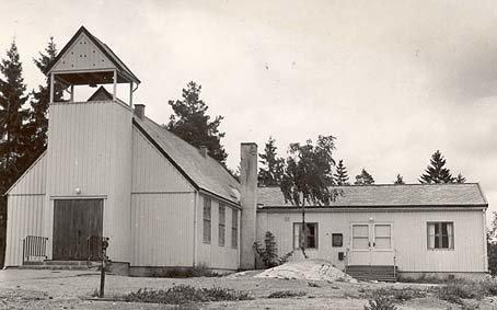 """Slik så den gamle """"lemmekirka"""" ut mens den var kirke for Lambertseter menighet i 11 år."""