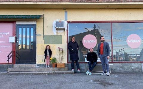 KULTUR: Glans er teaterregissør og Aarestad er kostymedesigner. De ønsker etter hvert å by på små kulturinnslag på Svingen. (Fra v.) Hedvig Madonna Glans-Arrestad, Anne Aarrestad, Tomas Adrian Glans, Bernd Eichler.