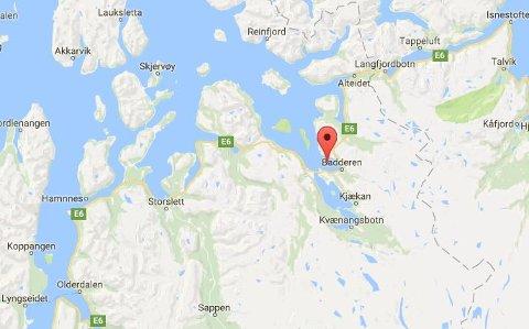 GIKK NED: Båten sank i Badderfjorden i Nord-Troms natt til søndag.