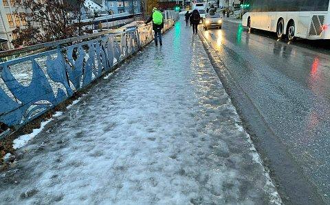 HÅLKEFØRE: Det kan bli glatt både for fotgjengere og bilister i Troms denne uken, melder Storm.