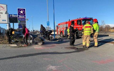 MC-FØRER SKADET: En MC-fører ble skadet i en trafikkulykke på Kvaløysletta mandag kveld. Foto: Jørn Normann Pedersen