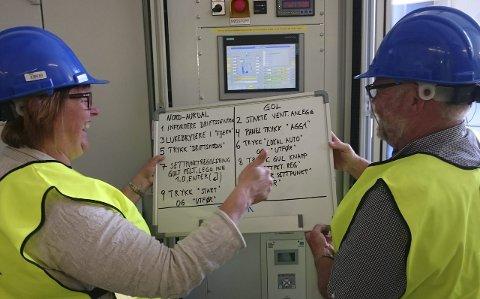 BRUKSANVISNING: Orførerne i Nord Aurdal og Gol, Inger Torun Klosbøle og Hallvor Lilleslett åpnet kraftverket.