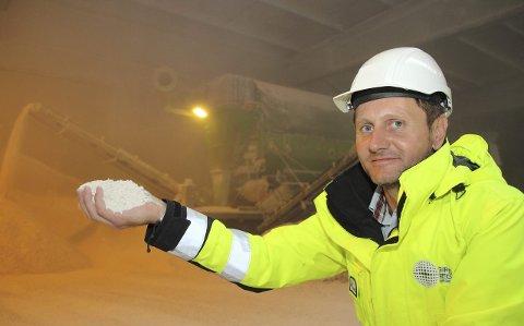 Gir gipsen nytt liv: Frode Tangsveen i Gips Recycling Norge AS sørger for at gipsavfall blir omdannet til pulver og nye gipsprodukter. Foto: Privat