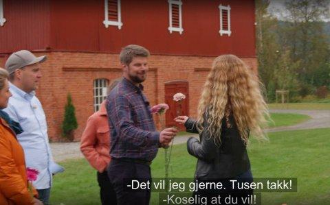 VALGT FØRST: Den staute Øyer-bonden ville gjerne bli kjent med Gjøvik-kvinnenn Mari Grimsgaard Jevnessveen.