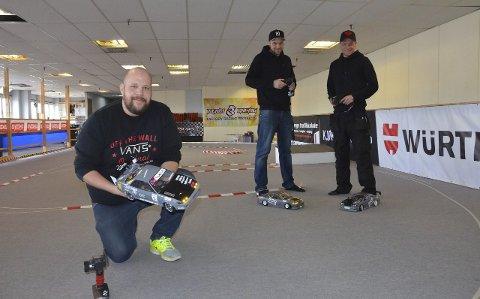 Klar til race: Fra venstre: Bjørn Svensen, René Nerli Andersen og Thomas Nøstrud. Alle fra Larvik RC-klubb. Foto: Bjørn-Tore Sandbrekkene
