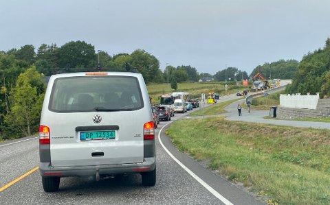 KØ: Lysreguleringen fører til køer på fylkesveien.