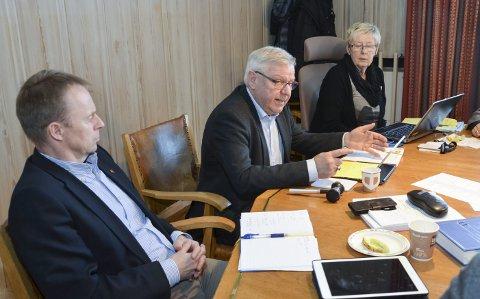 ARGUMENTERER: Ordfører Erik Hanstad argumenterer mot å invitere vegvesenet for en orientering i kommunestyret, men ble instruert av flertallet til å gjøre nettopp det.