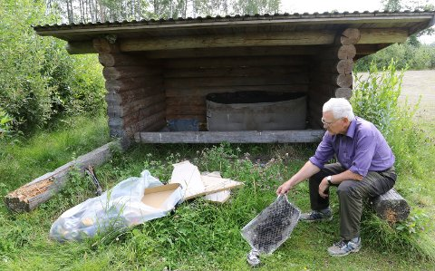 ILLE: – Det er ille slik det har utviklet seg her med forspling, igjengroing og forfall, sier Oddvar Glorvigen.
