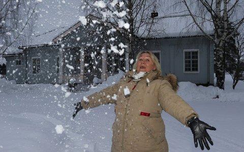 BLIR TOPP: – Skikkelig vinter betyr også skikkelig vinterfest i Våler med snøskulpturer på plassen her, sier kultursjef Cathrine Hagen.