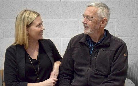 ER DER FOR Å HJELPE: – Det er veldig rørende å høre når noen sier at samtalen med Kirkens SOS reddet livet deres når de hadde det som tøffest, sier Hilde Lothe og Per Lunde .