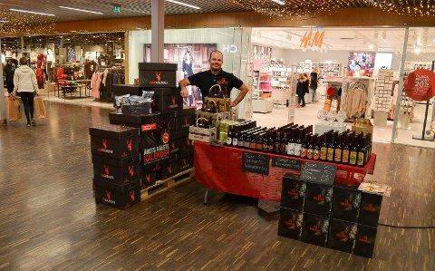 NOVEMBER 2018: Bjørn Veisten på Kremmertorget med en popup-store. Nå kommer han tilbake. Foto: Bjørn-Frode Løvlund