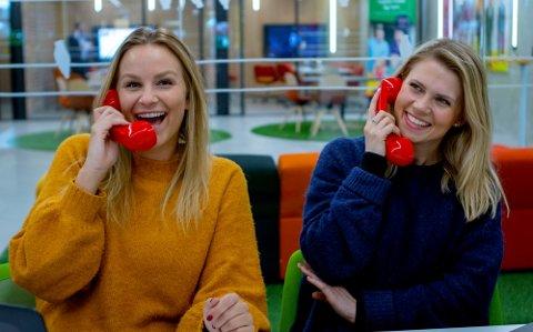 Pie-Christine Skagsoset Norseng (til venstre) og Pernille Storholm Skaret er en del av Norsk Tippings vinnerteam. De blir ringevikaren(e)s kolleger påskeaften. (Foto: Jon Christian Dybendal/Norsk Tipping)