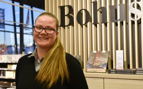 MØBLER: Lise Kotte (26) har begynt i møbelbransjen som selger på Bohus.