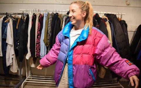 RETRO: Kjersti Murud fant jakka hun ønsket seg på loppemarked i Løten.