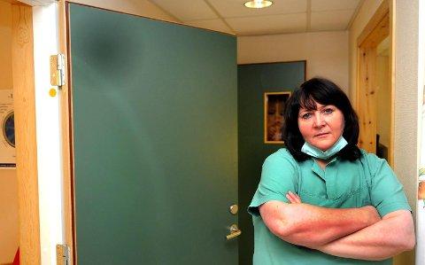 – NEI TIL SVENSK VINDKRAFT: Gunn Marit Nilsen vil ikke ha vindkraft på andre siden av riksgrensen. – Jeg vil at ordfører redegjør for hvorfor kommunen ikke skal mene noe i høringen om vindmøller i Sverige, sier hun.