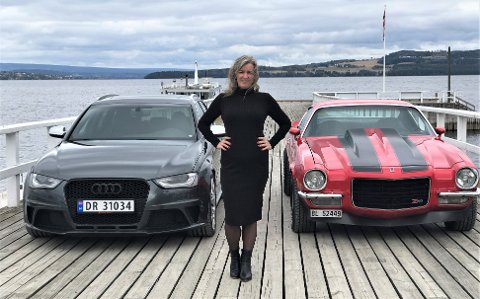BILER PÅ BRYGGA: Vivian Aaskjær har sikret seg begge drømmebilene sine: En Chevrolet Camaro Z28 fra 1973 og en Audi RS4 fra 2014.