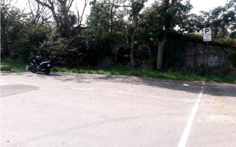 Motorsykkelføreren fikk parkeringsgebyr etter å parkert her.