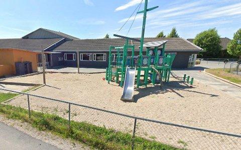 20 barn og 6 ansatte i Borgeenga barnehage er i karantene, etter at en pårørende fikk påvist koronasmitte.