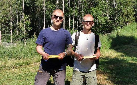 AKTIVE: Brødrene Kristoffer og Jørgen Strand har drevet aktivt med frisbeegolf i en god stund nå.