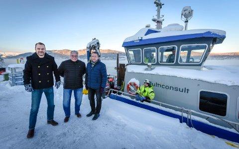 - For oss i Mo i Rana havn haster det å få større dybde ved kaia. Nå betaler vi for grunnundersøkelser. Sier staten ja til til vårt prosjekt, kan vi starte kjapt, sier havnefogd Svein Tore Nordhagen, styreleder Tor-Arne Strøm og prosjektleder Kjell-Idar Juvik ved Mo i Rana Havn KF.
