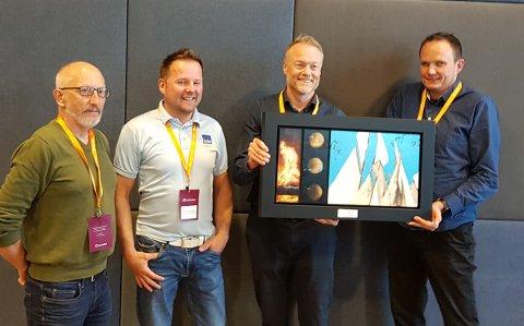 Representanter fra Ferroglobe mottok HMS-prisen for støperi- og smelteverksindustrien i Kristiansand. Fra venstre Gunnar Kildal (HVO), Frank Larsen Nystad, Bjørn Ugedal og Geir-Ove Storheil.