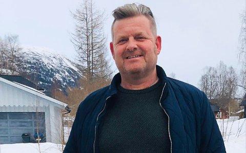 Lærer Per-Arne Skreslett savnet alle elevene i klassen sin så mye at han kjøpte inn og kjørte ut påskeegg til hele 7B ved Korgen sentralskole.
