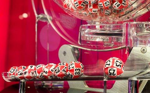 STORGEVINST: En heldig vinner fra Vefsn plottet inn syv riktige tall på Lotto på lørdag.
