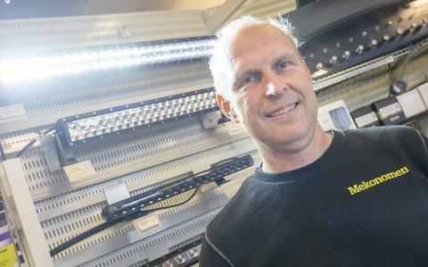 Lys: Geir Torp hos Mekonomen sier de nye LED-planke eller lightbar som de også kalles har blitt populære ekstralys.