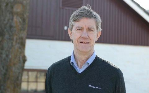 VIL IKKE MENE NOE: Daglig leder i Ringerikskraft Nett, Jan-Erik Brattbakk, vet at datasentrenes store strømforbruk er omstridt. Men han vil ikke mene noe om virksomheten som drives på blant annet Follum.