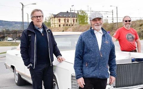 MÅTTE AVLYSE: - Vi så ingen annen utvei enn å avlyse det tradisjonelle barnetoget, sier 17. mai-komiteens leder John A. Bakken, her flankert av Helge Stiksrud i komiteen (til venstre) og Hans Jørgen Tangen i Amcar Hønefoss.