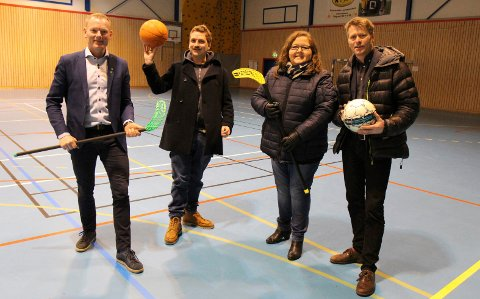 MARS 2017: De fire posisjonspartiene ga løfter om å prioritere idrettshall for halvannet år siden. Fra venstre varaordfører Leif Haugland (Sp), Mads Sander (MDG), Dagrun Ødegaard (KrF) og ordfører Anders Østensen (Ap).