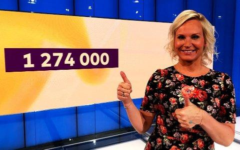 TIL TOPPS: Gratulerer til Fredrikstad-mannen som gikk til topps i Joker og vant over 1,2 millioner kroner denne onsdagskvelden, sier programleder Ingeborg Myhre.