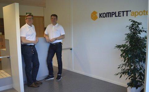 Velkommen: Adm.dir. Geir Eide (t.v.) og driftsdirektør Stig Henning Pedersen i apotekutsalget på Kullerød, som åpner tirsdag. Begge foto: Jan Roaldset