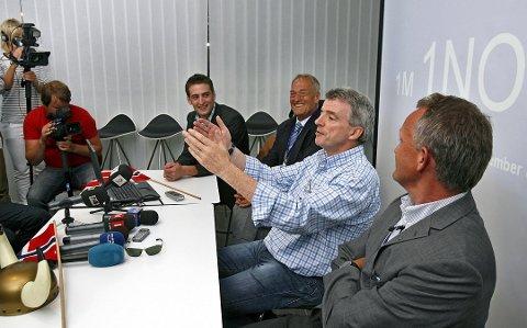 HARDE TAK: Pål F. Tandberg (fra høyre) har vært i krisemøte med Ryanairs toppsjef Michael O'Leary uten at det ga mer håp om at Ryanair ikke trekker seg ut av Rygge - ifølge både Tandberg og styreleder Svein Hurlen.