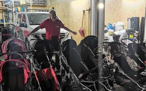 MER HJELP: Røde Kors lokalt har brukt store resurser på å hjelpe flyktningene som ankom Sandefjord i slutten av august i år. – Jeg skjønner at folk ønsker å hjelpe. Det er konkret og givende. Vi oppfordrer dem til å melde seg inn i organisasjonen, sier leder av Sandefjord Røde Kors hjelpekorps, Kjell Atle Kjønnø. FOTO: Privat