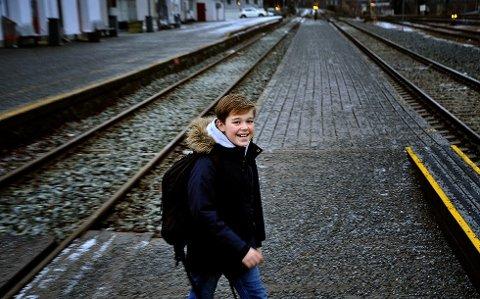 Pendler: Siden september har Oliver Aagaard Bredholt pendlet mellom Sarpsborg og Oslo for å være med på «Askepotts jul» på Latter.