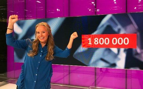 Programleder Kjersti Gullvåg jubler for en ny Extra-millionær